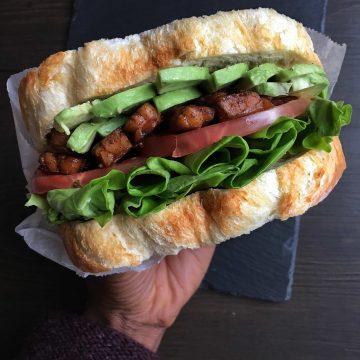 vegan tempeh bacon sandwich blt with avocado